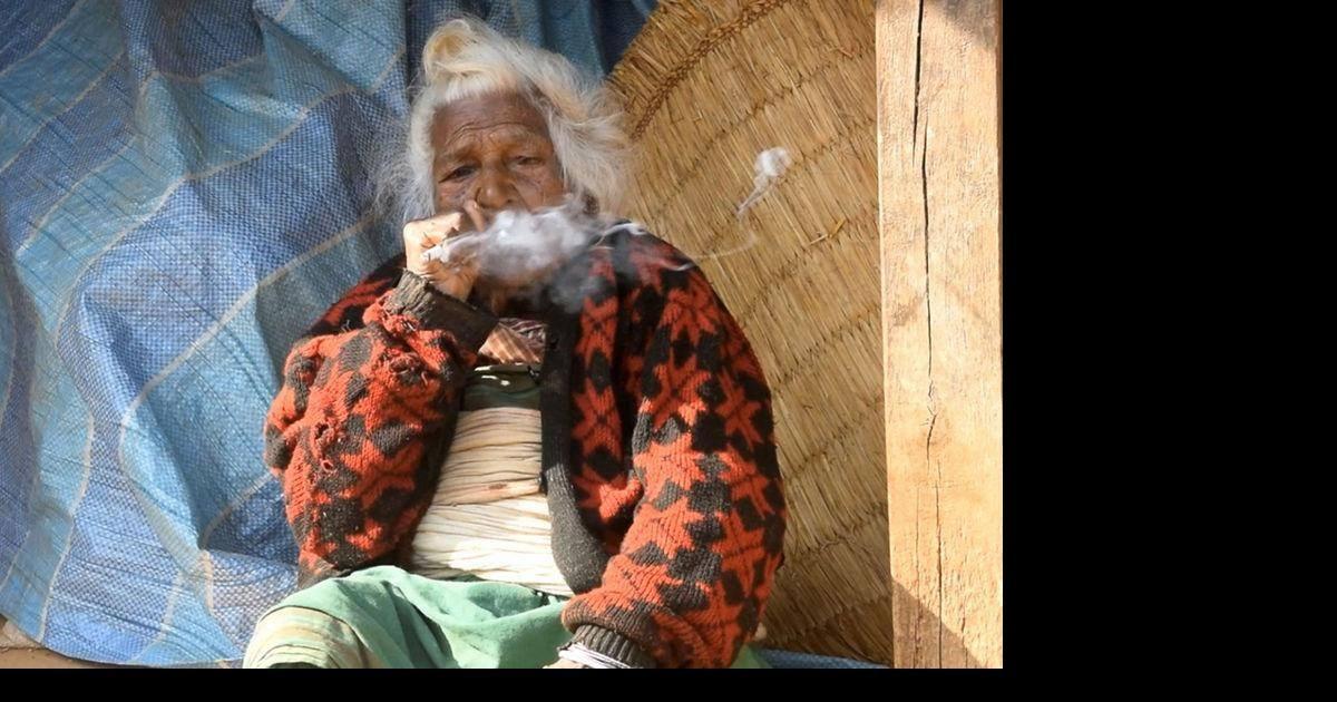 Elle est âgée de 112 ans et fume 30 cigarettes par jour