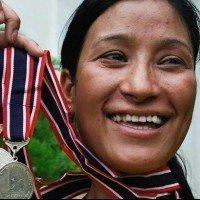 Âgée de 37 ans, cette indienne gravit l'Everest deux fois en une semaine