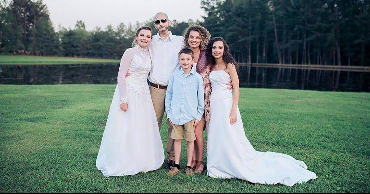 Atteint d'un cancer, ce papa met en scène les moments qu'il manquera avec ses enfants.