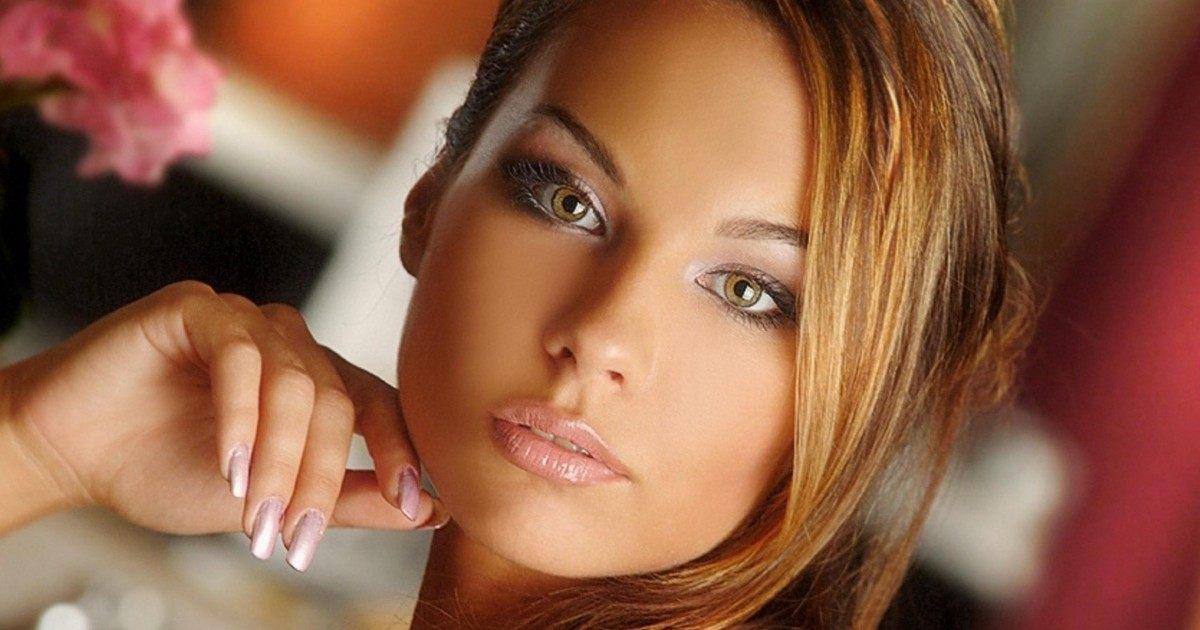 Découvrez les avantages d'être une femme avec les cheveux bruns !