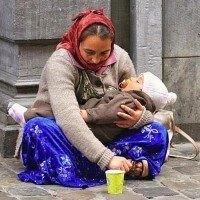 Femme mendiante avec bébé