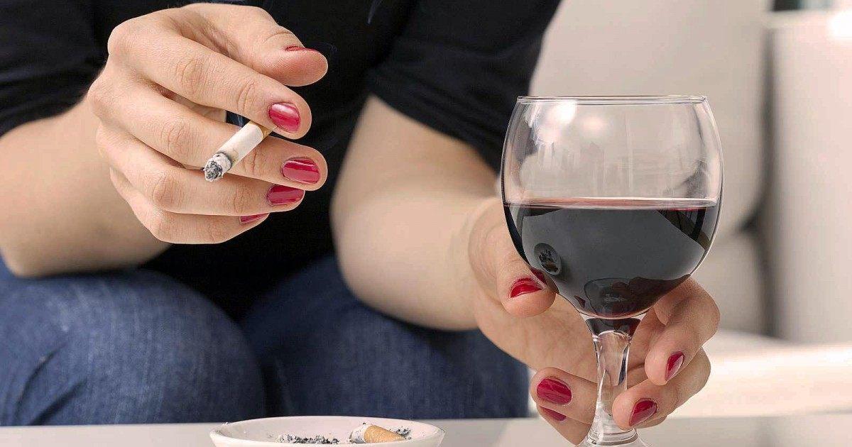 Boire une bouteille de vin équivaut à fumer jusqu'à 10 cigarettes
