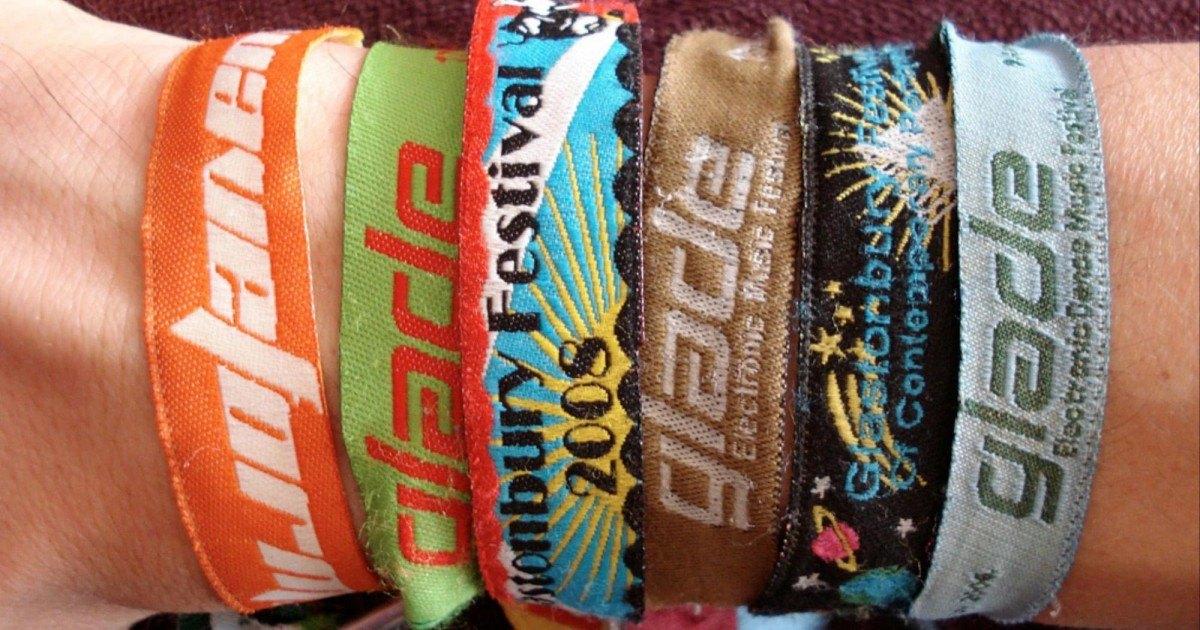 Ces bracelets sont très mauvais pour la santé, alors enlevez-les vite