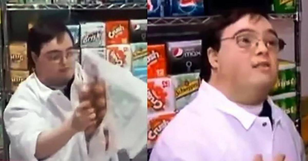 Un adolescent hurle à la caisse d'un supermarché sur un caissier trisomique