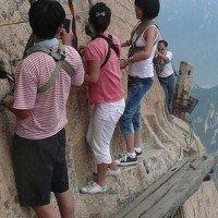 En Chine, le Chemin de planche du mont Hua et la piste la plus dangereuse du monde