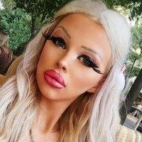 Cette jeune fille de 18 ans dépense plus de 1000€ par mois pour ressembler à Barbie