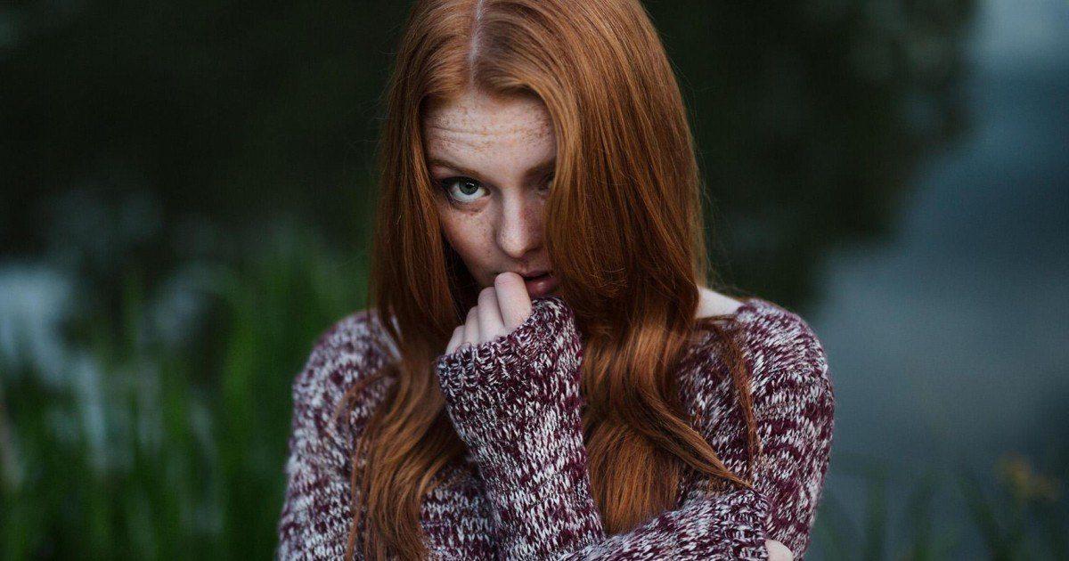 Voici 7 petites choses qui mènent la vie extrêmement dure aux filles timides !