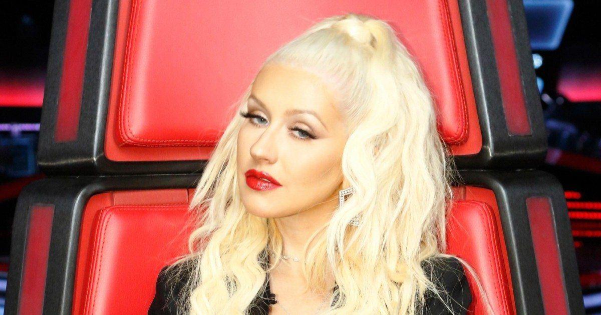 Christina Aguilera dévoile une poitrine XXL et donne chaud à ses fans