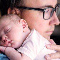 Ce patron offre 1 an de congés paternité payés aux nouveaux pères de sa société