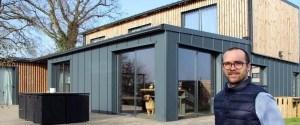 Il a construit une magnifique maison avec six containers...