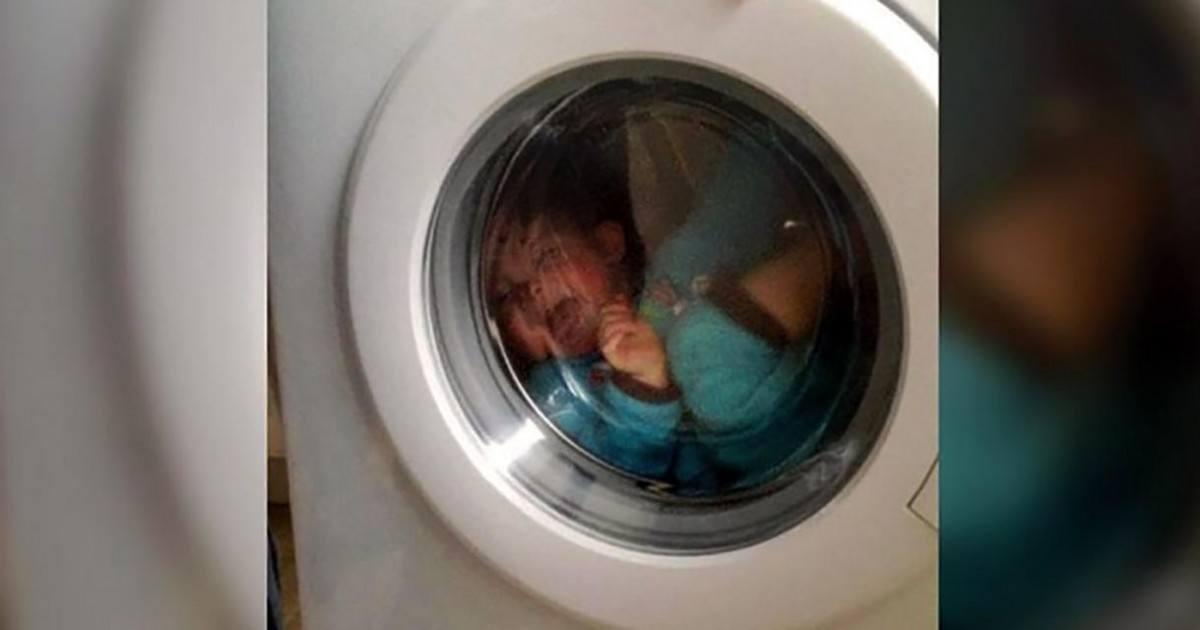 Un couple fait tourner un bébé de 15 mois dans une machine à laver