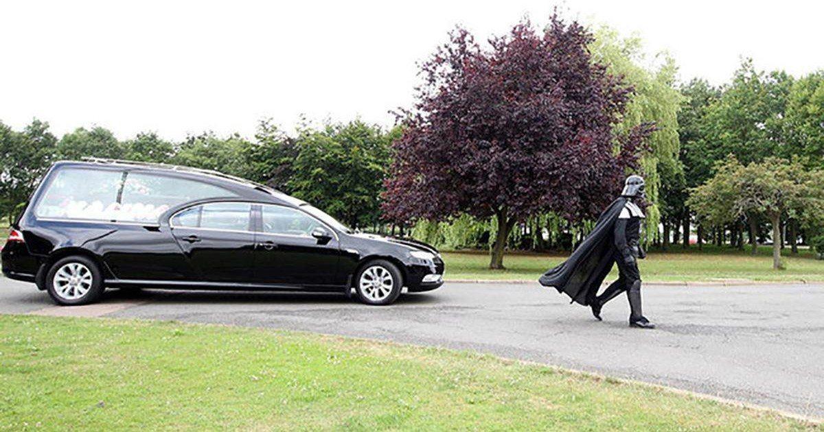 Dark Vador mène les funérailles d'une grand-mère !