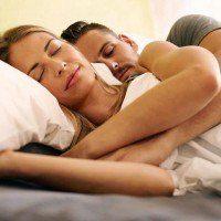 D'après une nouvelle étude, dormir à deux fait du bien à la santé !