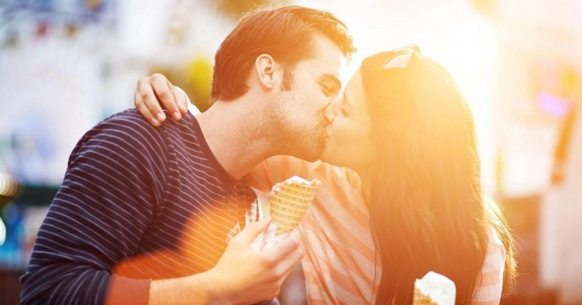 Découvrez ce que votre façon d''embrasser révèle sur votre couple