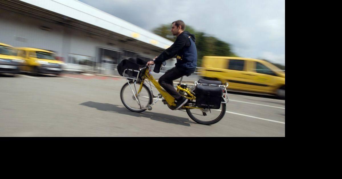 Un facteur jette 40 kilos de courrier pour finir sa tournée plus tôt