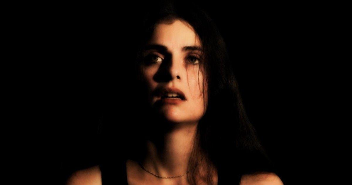 Cette femme atteinte de schizophrénie révèle ses hallucinations les plus fréquentes