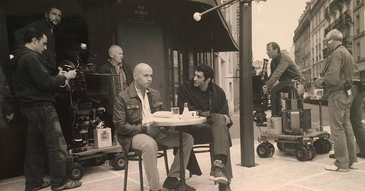 Attentats de Paris : l'hommage d'Eric et Ramzy au bar Le Carillon