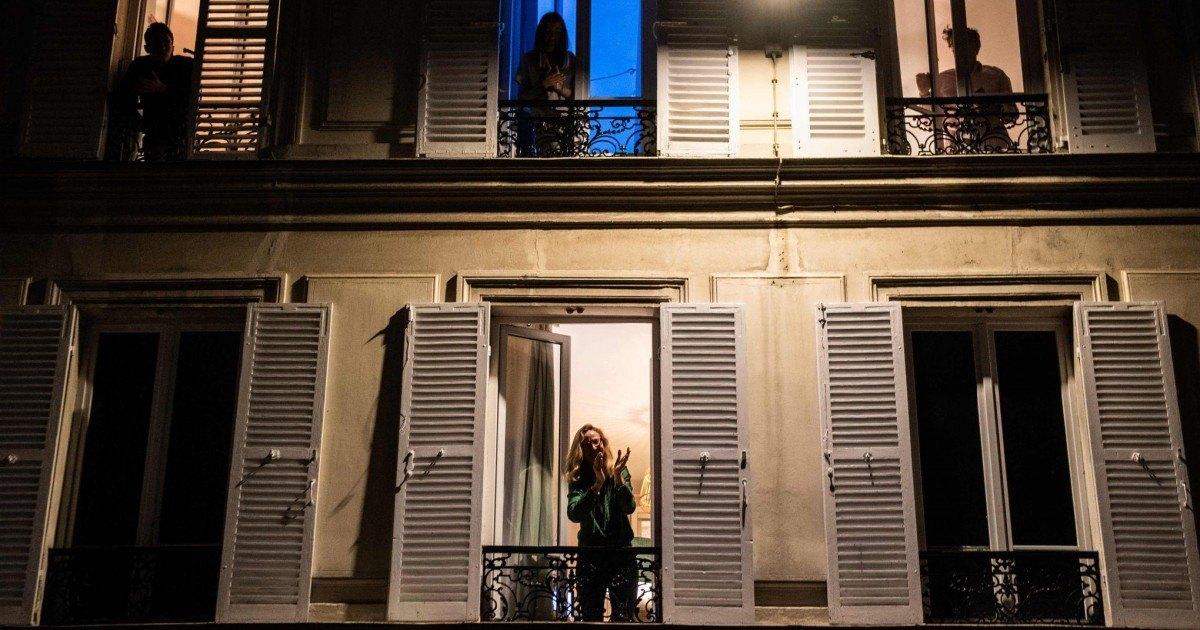 En France on applaudit le personnel soignant tous les soirs dès 19h