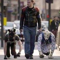 Un homme de 37 ans à décidé de vivre et de se comporter comme un chien