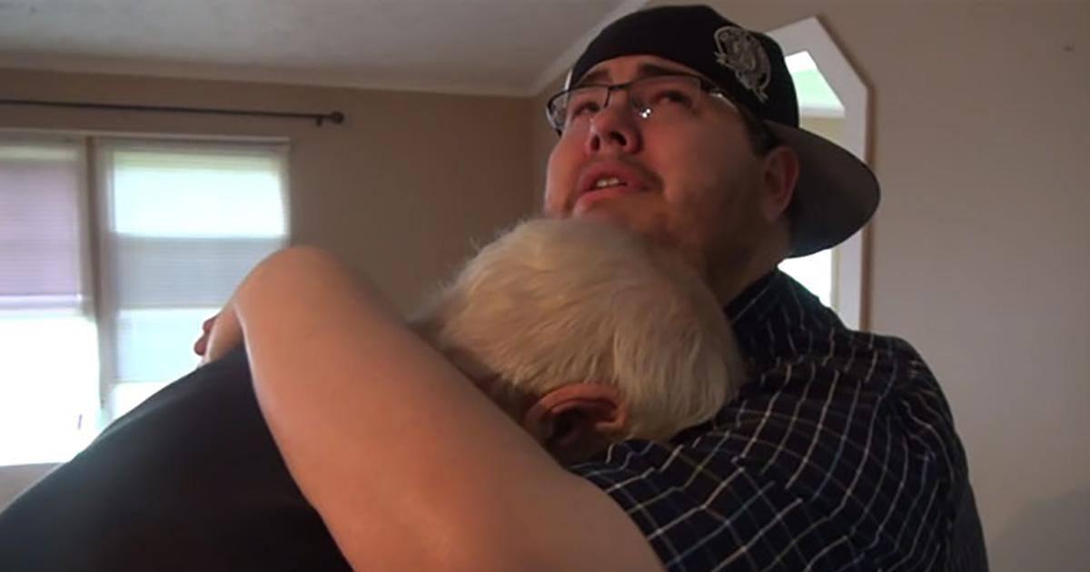 Touchant : il offre une maison à son père, héros de ses vidéos !