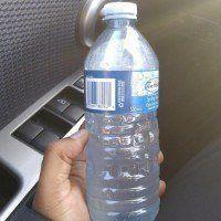 Voici pourquoi il ne faut jamais laisser une bouteille d'eau dans la voiture