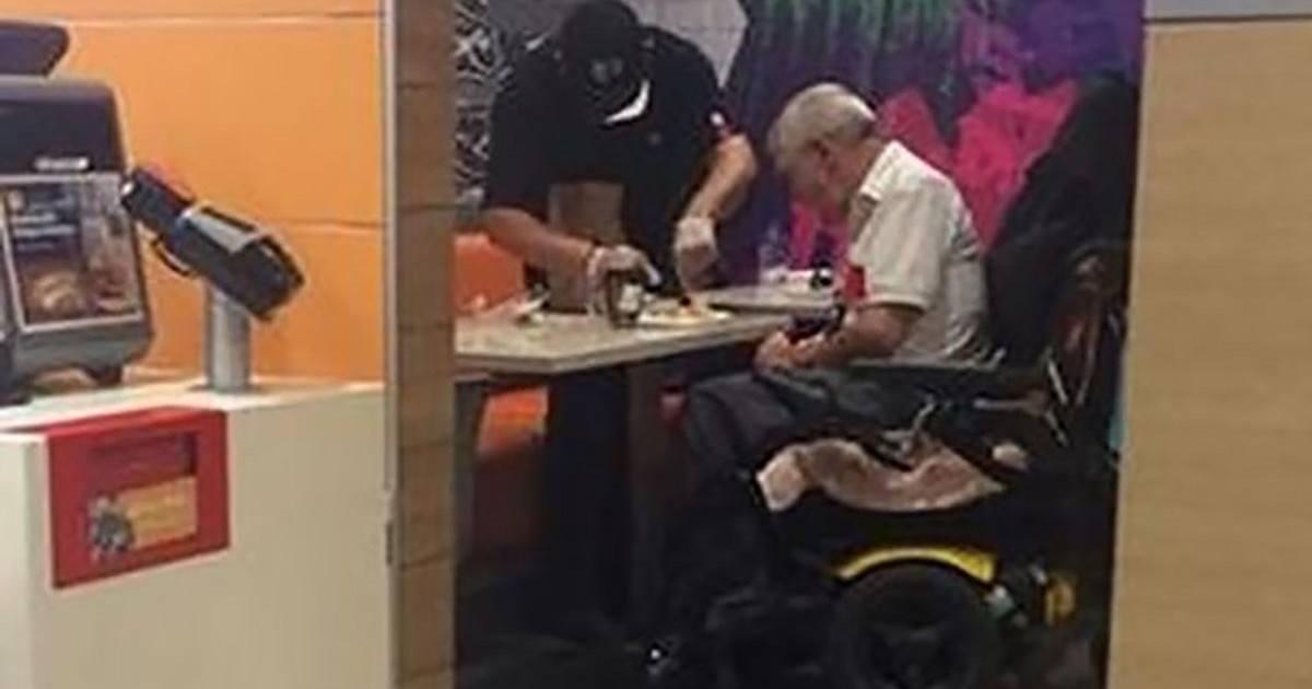 Au McDo à Chicago, il abandonne sa caisse en plein rush pour aider un client