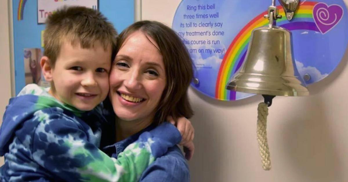 Une mère et son fils atteints du cancer guérissent ensemble