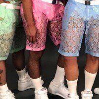 Des chemises et des shorts en dentelle pour homme font le buzz