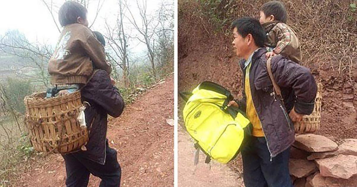 Ce père porte chaque jour son fils handicapé sur de longues distances