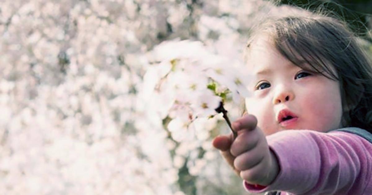 Atteinte de trisomie 21 Cara devient mannequin pour enfant à 4 ans