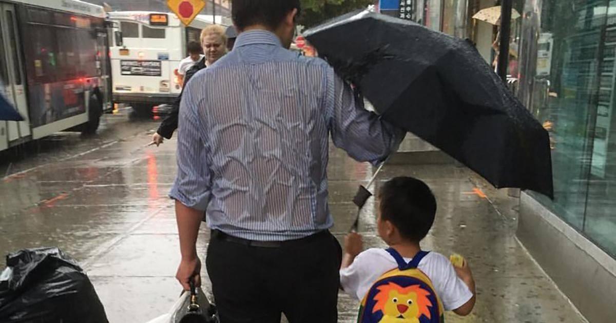 Plus de 4 millions de fans pour le papa au parapluie !