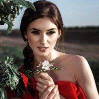 Les 12 prénoms que portent les femmes qui sont les plus romantiques