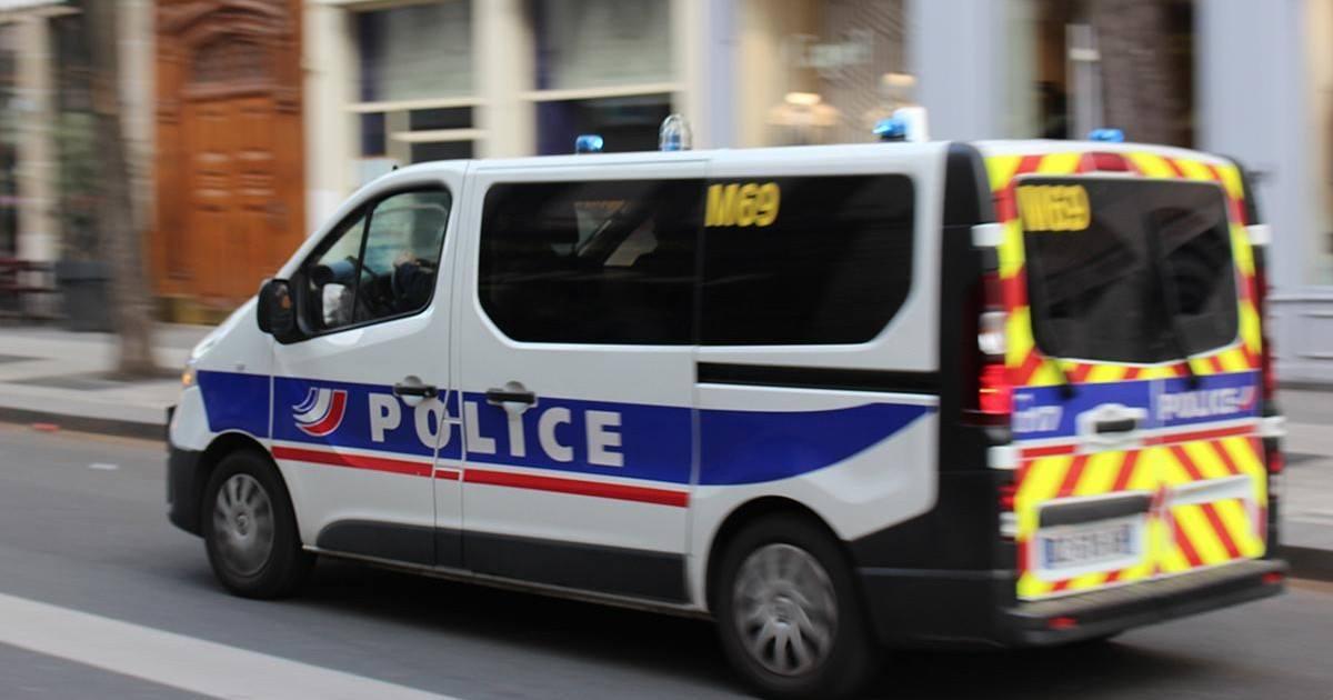 Prison ferme après un selfie pris dans une voiture de police