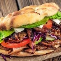 Cette mini rôtissoire vous permet de faire vos propres Kebabs