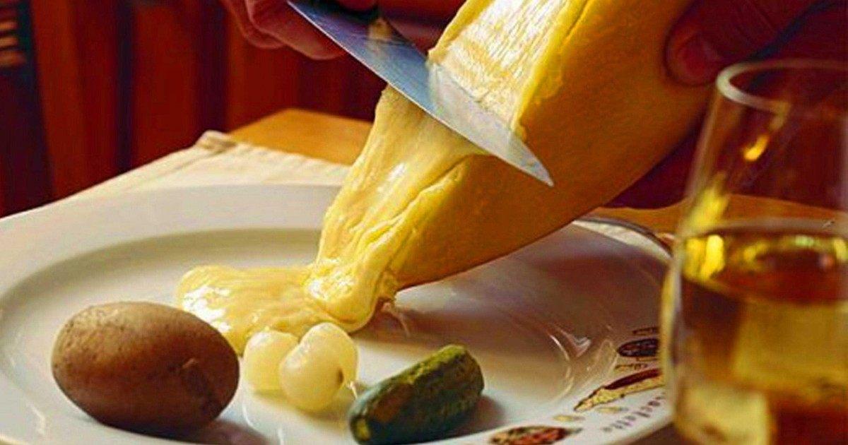 Deux recettes faciles pour réaliser une raclette parfaite entre amis