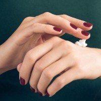 Des remèdes de grands-mères pour lutter contre les mains sèches
