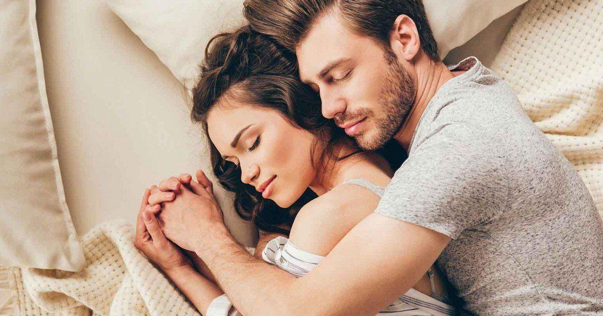 Les signes que votre copain vous aime vraiment et que vous devez le garder