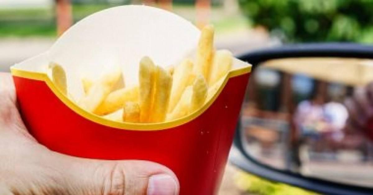 La technique des employés de McDo pour donner moins de frites aux clients
