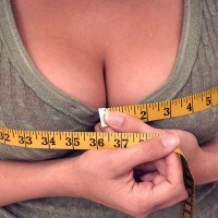 Comment faire grossir sa poitrine naturellement et facilement