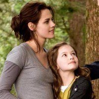 Twilight  Mackenzie Foy