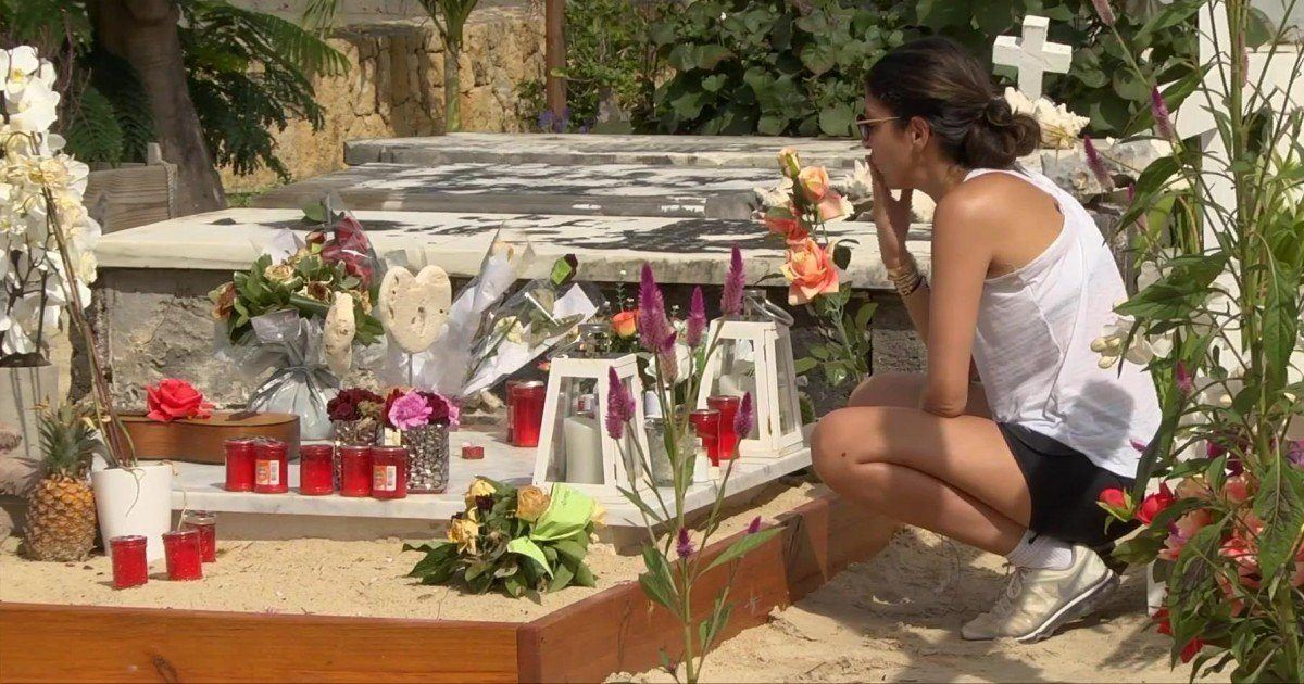 Les visites sur la tombe de Johnny sont limitées pour une raison particulière