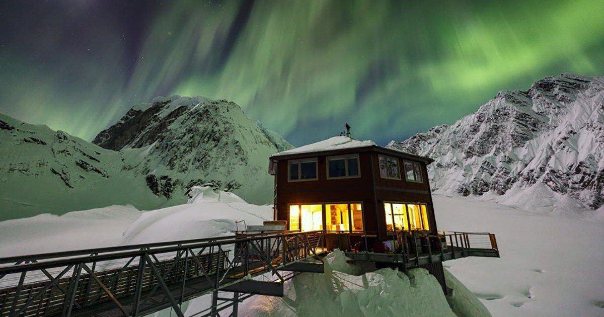 En Alaska, il existe un hôtel de luxe somptueux situé dans un glacier
