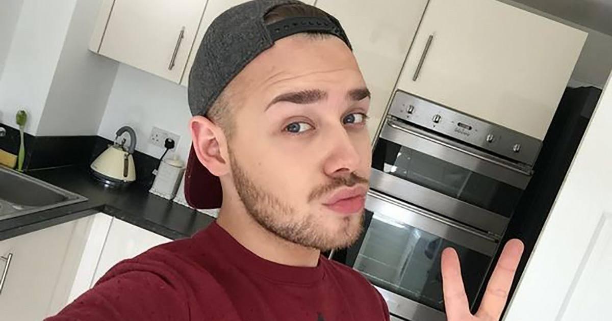 Ce YouTubeur donne des conseils de maquillage pour les hommes !